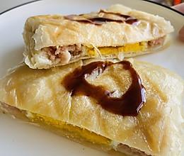 早餐机美食:手抓饼午餐肉蛋堡的做法