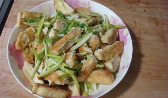 豆干炒韭黄(挂蛋的哦)