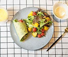 菠菜汁鸡肉卷配南瓜生菜沙拉的做法