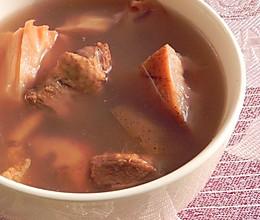 红枣莲藕煲鸭汤的做法