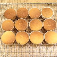 杏仁味海绵杯子蛋糕的做法图解12