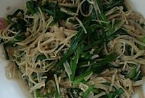 韭菜炒金针菇的做法