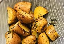 微波炉➕平底锅版快手迷迭香烤土豆的做法