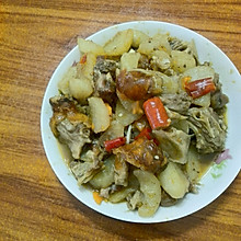 烧猪肉炖萝卜