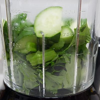 排毒芹菜汁的做法 步骤4