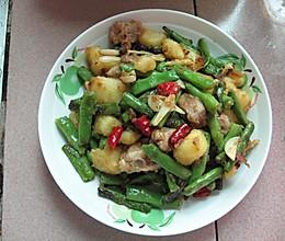 【猫记私房菜】排骨焖土豆的做法