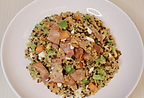 减脂三色藜麦培根咸鸭蛋耳光炒饭的做法