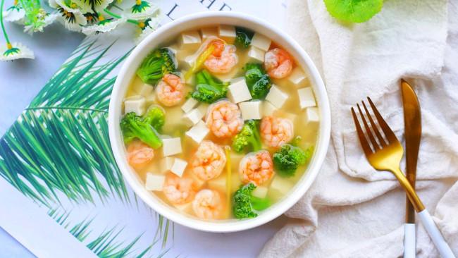 #夏日撩人滋味#低脂营养的西兰花虾仁豆腐汤的做法