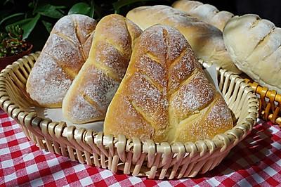 欧式风格的叶子状三角豆沙包,馅料超级足