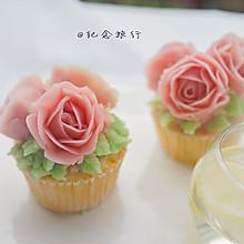 Fluff棉花糖之草莓海绵豆沙裱花纸杯蛋糕
