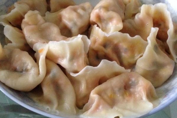 美味的胡萝卜木耳水饺的做法
