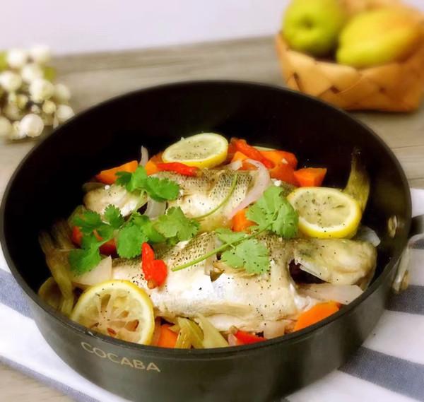 柠檬香烤鲈鱼