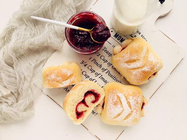 草莓夹心牛奶卷