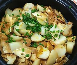 春笋土豆肉煲的做法