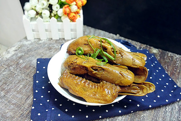 电饭锅香焖鸭头#每道菜都是一台食光记#的做法