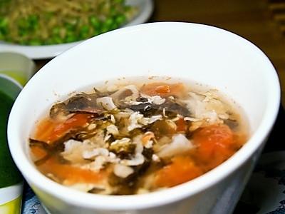 紫菜西红柿鸡蛋虾皮汤的做法