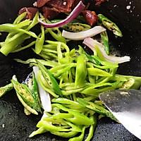 广式腊肠炒辣椒的做法图解5