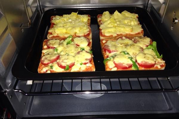 吐司披萨(两种口味,夏威夷和烤肠)的做法