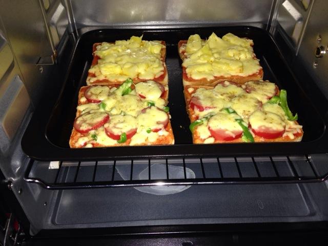吐司披萨(两种口味,夏威夷和烤肠)