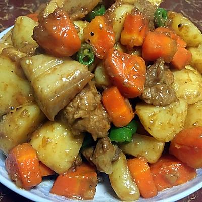 土豆红萝卜焖肉