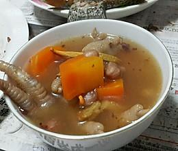 花生红萝卜鸡爪汤的做法