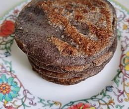 #换着花样吃早餐#黑米饼的做法