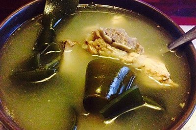 海带排骨汤。