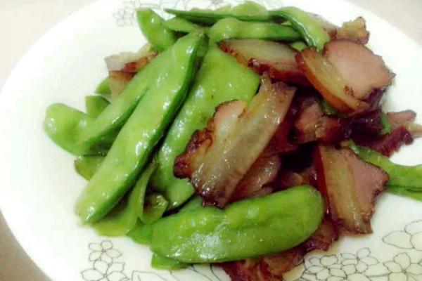 烟薰腊肉炒豌豆的做法
