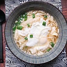 #换着花样吃早餐#十分钟早餐:一碗热汤面,温暖你的胃
