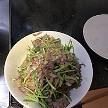 小牛肉炒香菜