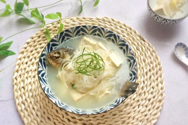 奶白鲜美的秘诀:白萝卜豆腐鲫鱼汤的做法