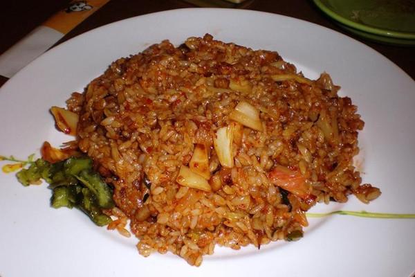 辣白菜炒饭的做法