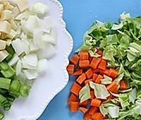 减肥瘦身低热量,蔬菜意面浓汤的做法图解1