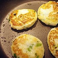 土豆煎饼配烟熏三文鱼水煮嫩蛋#周末早餐#的做法图解8