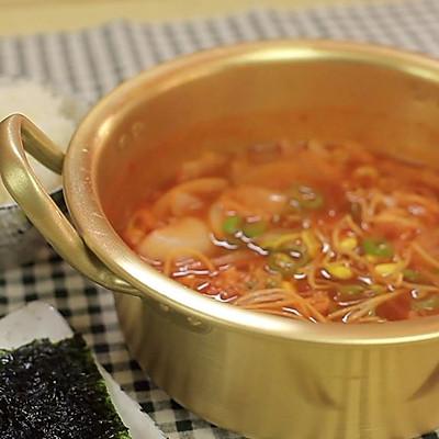 韩式辣白菜豆芽汤