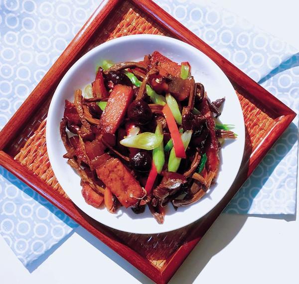 茶树菇腊肉的做法