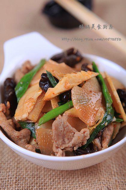 带点辣味更下饭---萝卜蒜苗炒肉片