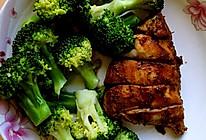 减肥必备-西兰花配鸡胸肉的做法