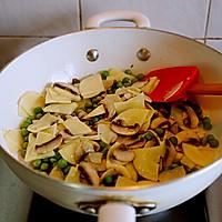 春天的味道-豌豆蘑菇炒春笋的做法图解14