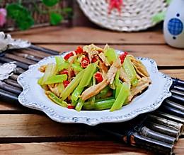 辣炒芹菜鸡胸肉#冰箱剩余食材大改造#的做法