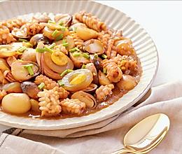 [快厨房]草菇鸽蛋烧鲜鱿的做法