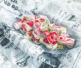 #一道菜表白豆果美食#生活就该有点甜~草莓坚果雪花酥的做法
