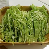 圆白菜炒饼丝—十分钟快手菜的做法图解1