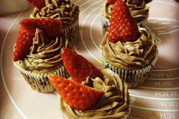 巧克力草莓cupcake的做法