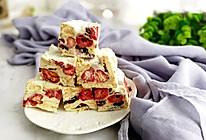 #令人羡慕的圣诞大餐#草莓雪花酥的做法