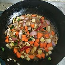 非豆角焖面 胡萝卜五花肉土豆洋葱风味焖面