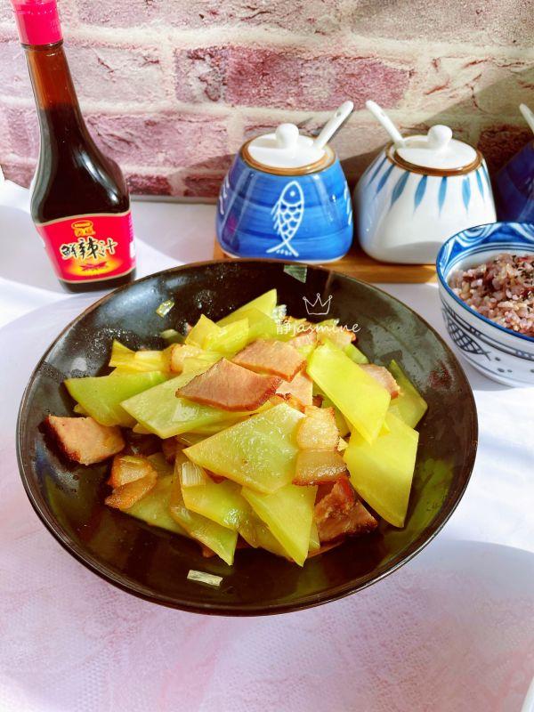 腊肉炒青笋的做法