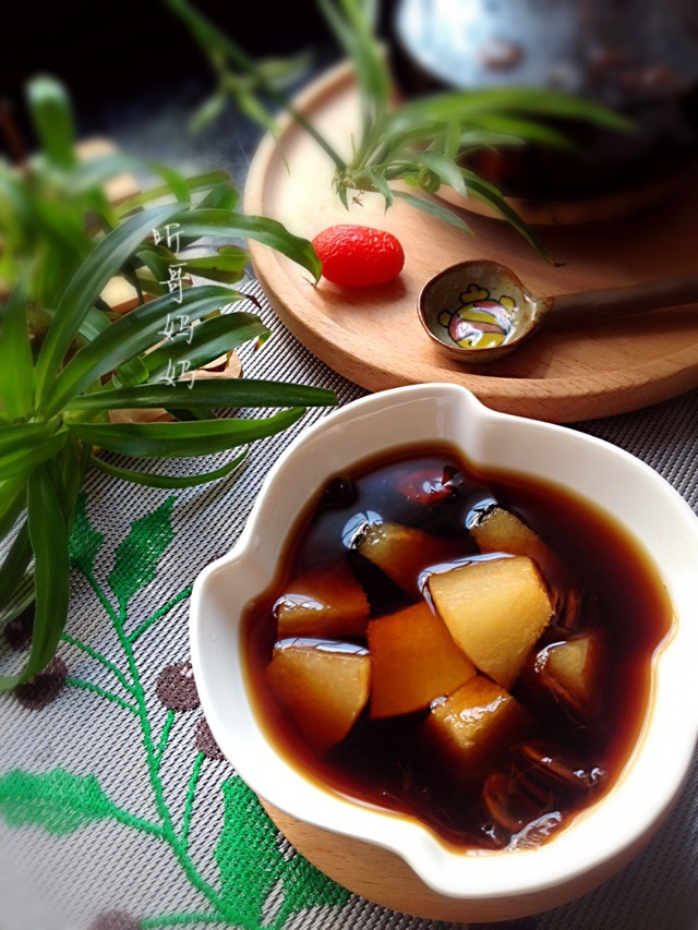 夏季养生汤的做法_夏季养生— —罗汉果雪梨汤的做法_菜谱_豆果美食