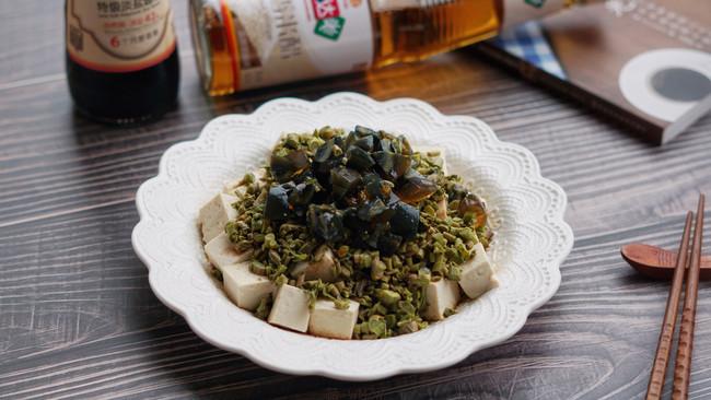 香椿皮蛋拌豆腐的做法