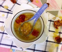 炖雪燕桃胶皂角米的做法